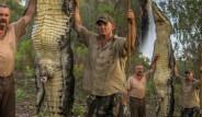 Devasa Timsahı Avlayıp Poz Verdiler! İşte National Geographic'da Çekilen En Etkileyici Kareler