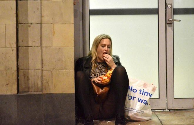 Eğlencenin Dozu Kaçtı! İngilterenin Noel Öncesi Eğlencesi 'Mad Friday'den Skandal Kareler