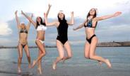 Rus Güzeller Yılın İlk Gününde Antalya Plajlarını Şenlendirdi!