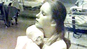 38 Yıl Evvel Bir Bebeğin Hayatını Kurtaran Hemşire, Facebook'taki Fotoğrafı Görünce Şoke Oldu