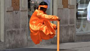 'Havada Duran Adam' Sokak Gösterisinin Sırrı Çözüldü