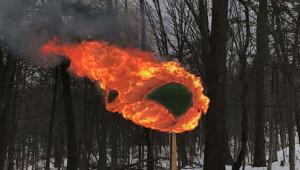 42 Bin Kibritten Küre Yapıp Ateşe Verdi