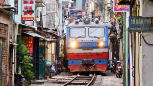 Tren Yolu Daracık Sokağın İçinden Geçiyor!