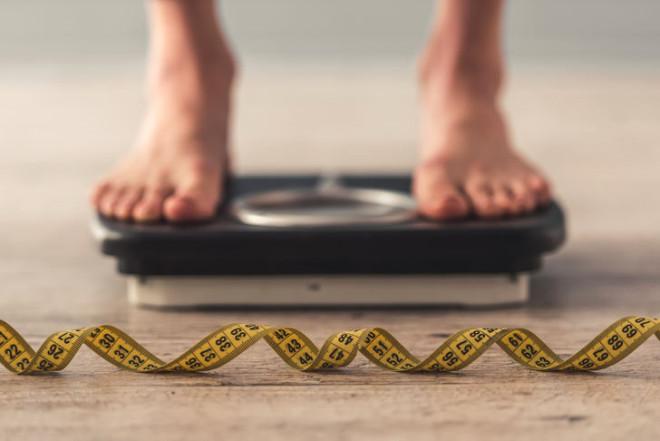 Demet Akalın Günde 1 Kiloyu Nasıl Veriyor?