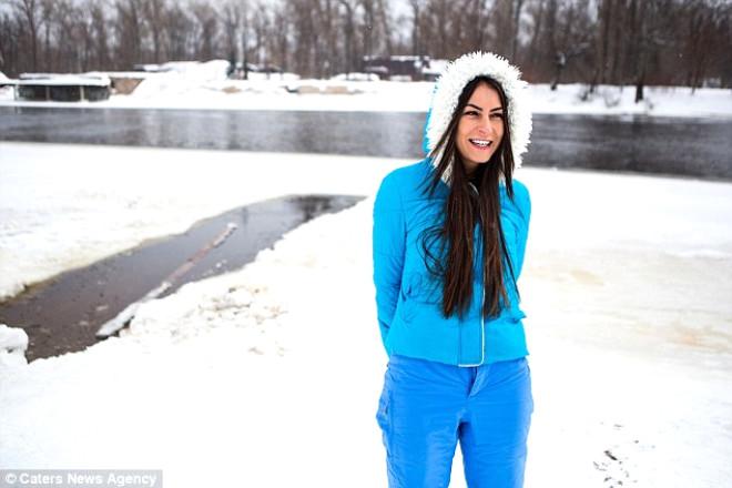 Ukraynalı Kadın Güzelliği İçin Haftada 1 Gün Karda Çırılçıplak Koşuyor