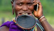 Dudakları Kesilip, Ahşap Disk Yerleştiriliyor! İşte Afrika'nın 8 İlginç Geleneği