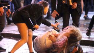 İngiliz Gençler Alkolü Fazla Kaçırdı, Görüntüler Sosyal Medyayı Salladı