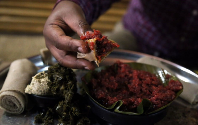 Etiyopyalılar Çiğ Et Yeme Alışkanlığını Bırakamıyor