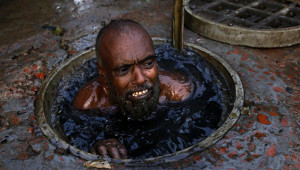 Bangladeş'in Kanalizasyon İşçilerinin Korkunç Çalışma Koşulları