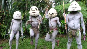 Papua Yeni Gine'de Medeniyet Nedir Bilmeyen Çamurlu Kabile