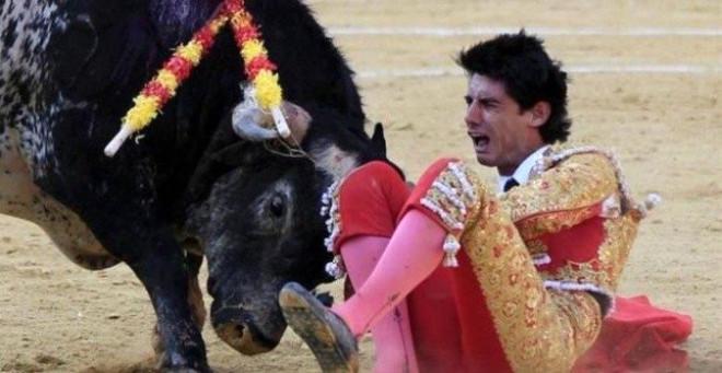 Bir matadorun boğa tarafından öldürülmeden önceki son fotoğrafı.