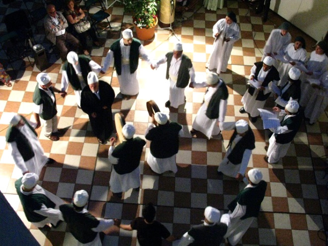Hangi Cemaat Hangi Partiye Oy Verecek? Menzil Tarikatı Oyunun Rengini Açıkladı