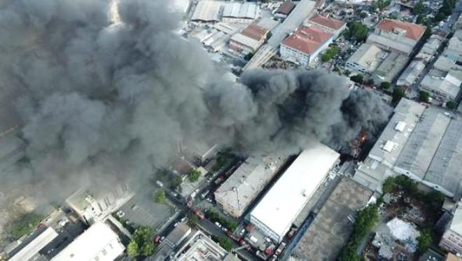 İstanbul'daki İplik Fabrikası Yangınından Korkunç Görüntüler