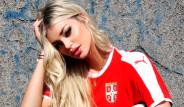 Sırp ve Kosta Rikalı Futbolculara Eşlerinden Tribünde Destek!