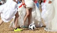 Rus Güzeller Gelinlikle Futbol Maçı Yaptı