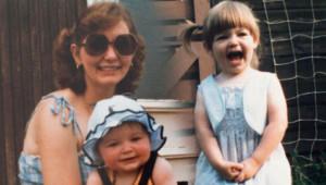 Annelerinden Yıllarca Şiddet Gören 2 Kız Kardeş, Yıllar Sonra İntikamlarını Böyle Aldı