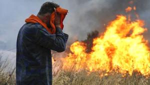 Kimi Denize Sığındı, Kimi Plajda Sıkışıp Hayatını Kaybetti! Komşu'daki Yangından Korkunç Kareler
