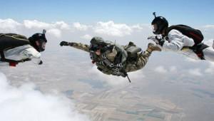 Özel Kuvvetler'den Nefes Kesen Paraşüt Eğitimi