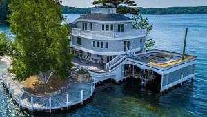 Göl Üzerindeki Evi Gören Hayran Kalıyor!