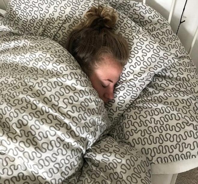Hastalığı Yüzünden Uyuyunca Bir Daha Uyanamıyor!