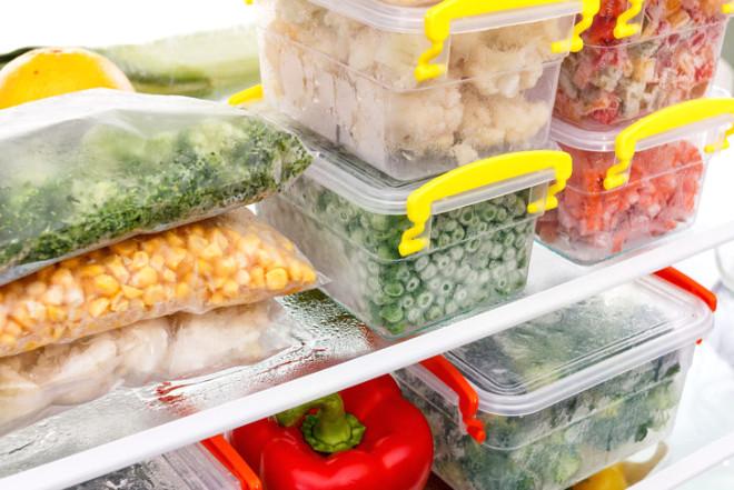 Alışverişe çıkmadan önce kendinize bu üç soruyu sorun: Önümüzdeki günlerde hangi yemekleri pişirmek istiyorum? Hangi malzemeler zaten var? Ne ve ne kadar almalıyım?