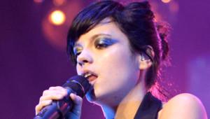 Lily Allen'dan Olay İtiraf: Uçak Tuvaletinde Cinsel İlişkiye Girdik