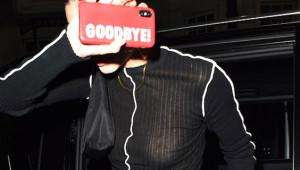 Kendall Jenner, Flaşların Kurbanı Oldu