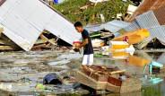 Endonezya'yı Tsunami ve Deprem Vurdu! 400'e Yakın Ölü Var
