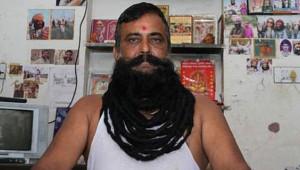 Hindistanlı Adam, 30 Yıldır Bıyıklarını Kesmiyor!