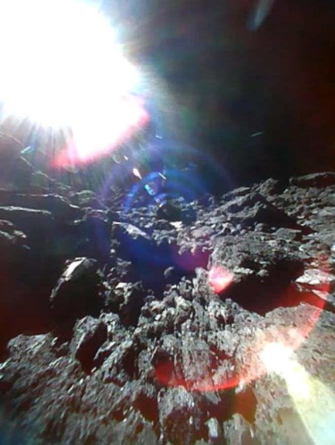 Japonya'nın Uzay Aracı Göktaşına İniş Yaptı! İşte İlk Fotoğraflar