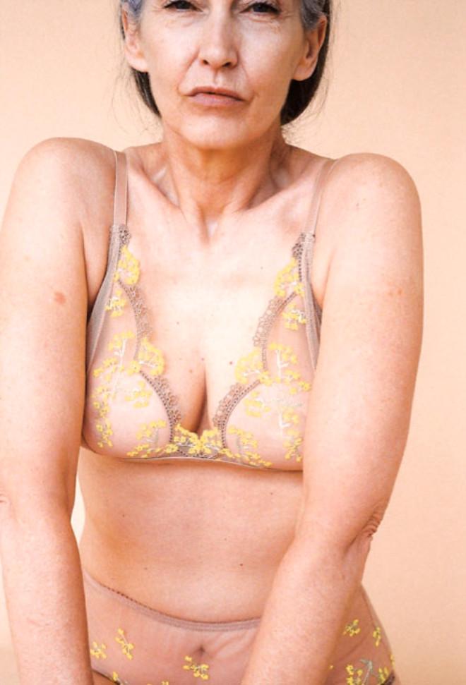 60 Yaşındaki Fotomodel, İç Giyim Çamaşırlı Çekimleriyle Herkese Meydan Okuyor