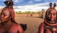 Kırmızı Kadınlarıyla Ünlü Olan Himba Kabilesinin İlginç Doğum Geleneği