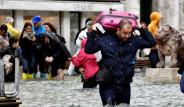 Venedik'i Sel Bastı! Dörtte Üçü Su Altında Kalan Kentten İlginç Fotoğraflar