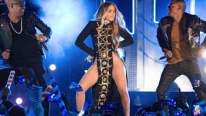 Jennifer Lopez Giyinmeyi Reddetti!