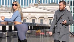 Kim Kardashian'ın Kalçasını Taklit Eden Gazeteciye Komik Tepkiler