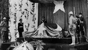 Ulu Önder Atatürk'ü Kaybettiğimiz Gün Neler Yaşandı? İşte Az Bilinen 10 Kasım Fotoğrafları