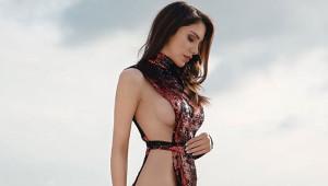 Ünlü Modelin, Jennifer Lopez Pozu Yürek Hoplattı!