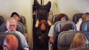 Uçağın Arkasına Geçen Çift Yaptıkları Hareketle Herkesi Şoke Etti!