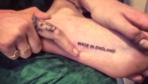 İngiliz Malı Olduğunu Ayağının Altına Yazdırdı