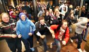 ABD'de 'Black Friday' Çılgınlığı: Ortalığın Altını Üstüne Getirdiler!