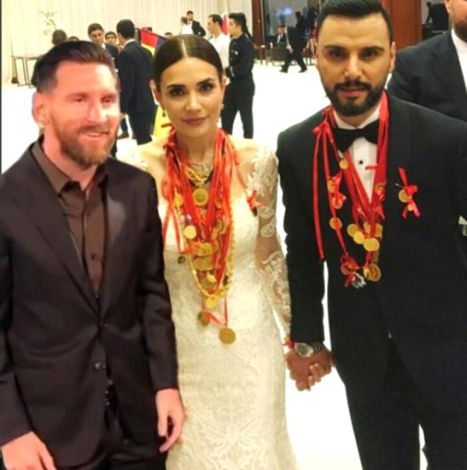 İsrailli Modelle Fotoğraf Çekilirken Donup Kalan Messi'ye, Yapılan Photoshoplar Kırdı Geçirdi