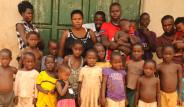 Aşırı Doğurganlık Yüzünden Evi Kreşe Döndü! Yaşından Çok Çocuğu Var