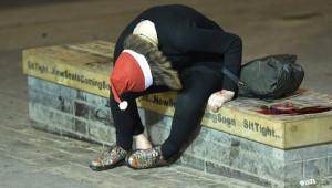 Noel Kutlamaları Sokaklara Taştı! Alkolün Etkisiyle Kendinden Geçen İngilizlerden İlginç Kareler