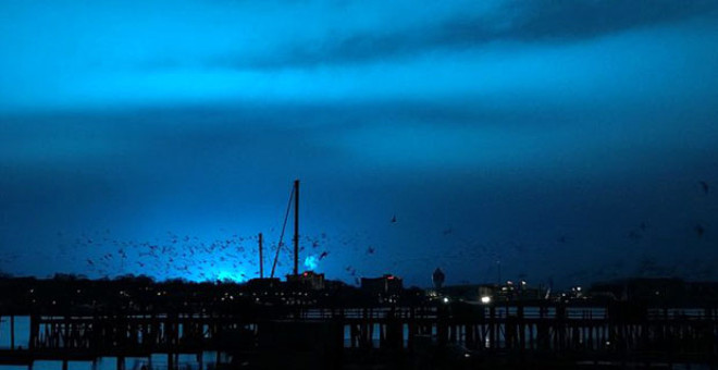 New York'da Gökyüzünde Beliren Mavi Işık, Görenlere Korku Dolu Anlar Yaşattı!