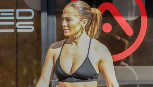 Dünyaca Ünlü Şarkıcı Jennifer Lopez Spor Tarzıyla Mest Etti