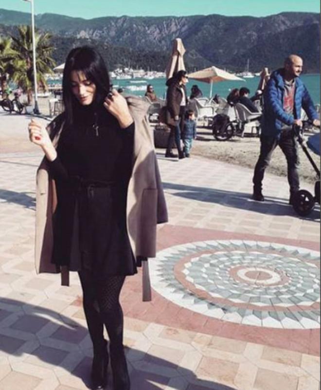 Kim İnanır Aleyna Tilki'nin Annesi Olduğuna! Instagram'ına Bakan Şaşıp Kalıyor
