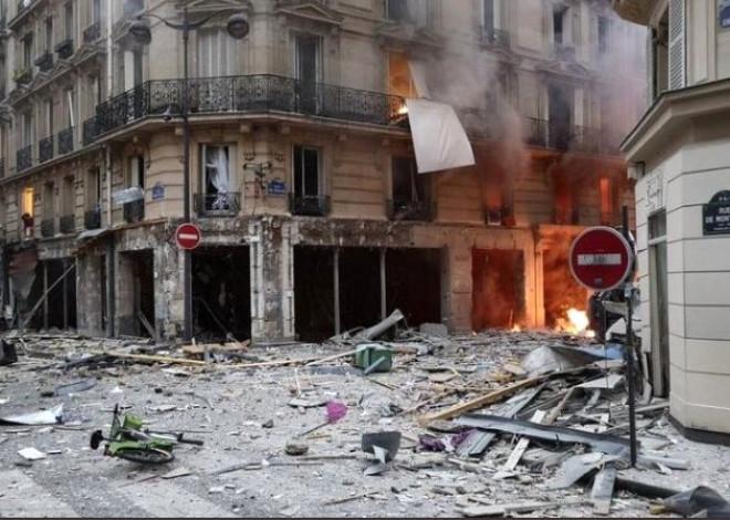 Bir Ekmek Fırını, Koskoca Sokağı Savaş Alanına Çevirdi! İşte Paris'teki Patlamadan Olay Kareler