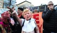 Devlet Başkanının Kararına İlginç Protesto! Maskeleriyle Sokağa İndiler