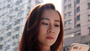 Telefonun Ekran Parlaklığı, Genç Kadının Gözünde 500 Delik Açtı!