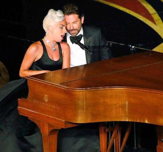 Oscar'daki 'Aşk Bakışı' Umrunda Değil! Irina Shayk, Bikinisiyle Sahili Kasıp Kavurdu